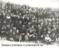 Бивши учители с учениците си